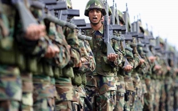 yuruyen askerler